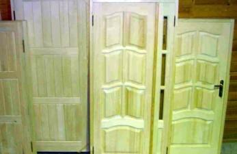 Где можно выбрать двери из сосны?
